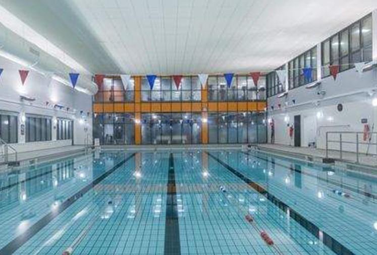 empty indoor swimming pool